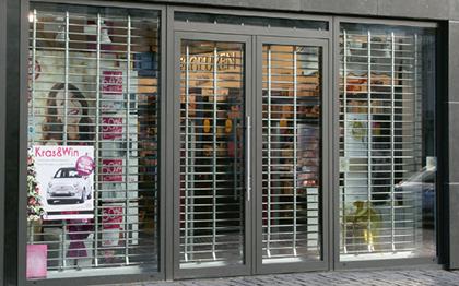 rolluiken-winkel-beveiliging-venetian-blinds-rolluiken-zonwering